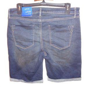 NWT Apt 9 Size 12 Mid Rise Bermuda Jean Shorts